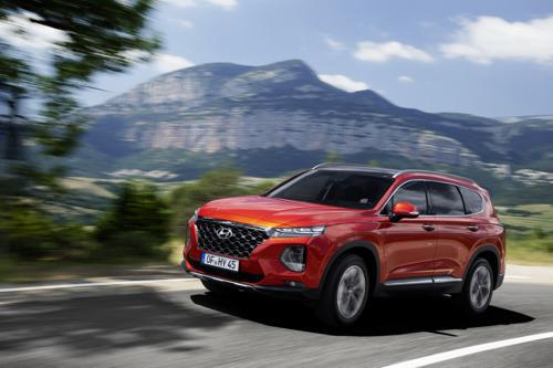 All-New Hyundai Santa Fe kommt als erster SUV mit einem Monitor für den Totwinkelassistenten