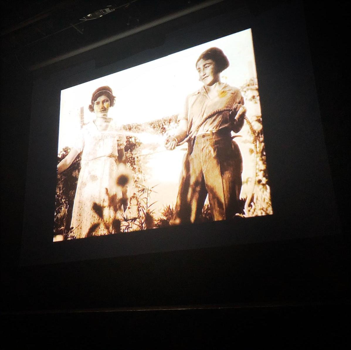 """عرض فيلم فؤاد الخوري وسيلڤان روميت """"أيام هادئة في فلسطين"""" في مسرح دوار الشمس، بيروت. الصورة: هبة حاج-فلدر."""