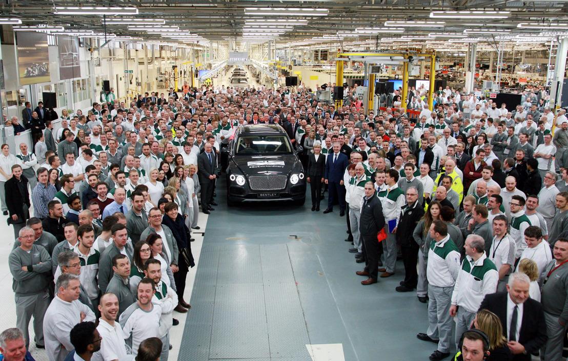 Eerste Bentley Bentayga rolt van de productieband