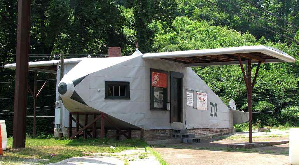 Airplane-Service-Station-Tennessee-Brian-Stansberry-Bms4880Wikimedia