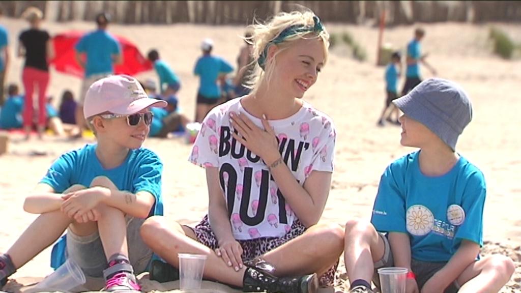 Karrewiet: Charlotte bezoekt zomerkamp kankerpatiëntjes - (c) VRT