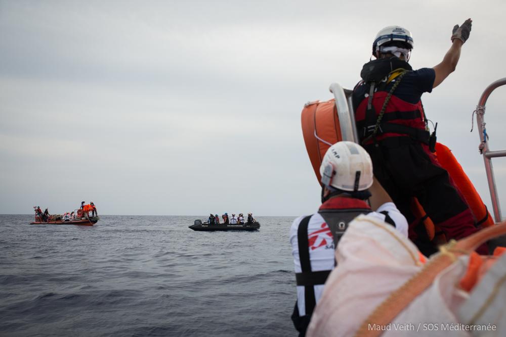 23 septembre 2018 - Au cours des 72 dernières heures, l'Aquarius a aidé deux bateaux en détresse et compte maintenant plus de 60 survivants à bord, dont plusieurs sont en détresse psychologique et fatigués par leur voyage en mer et leur expérience en Libye. © Maud Veith/SOS Méditeranée