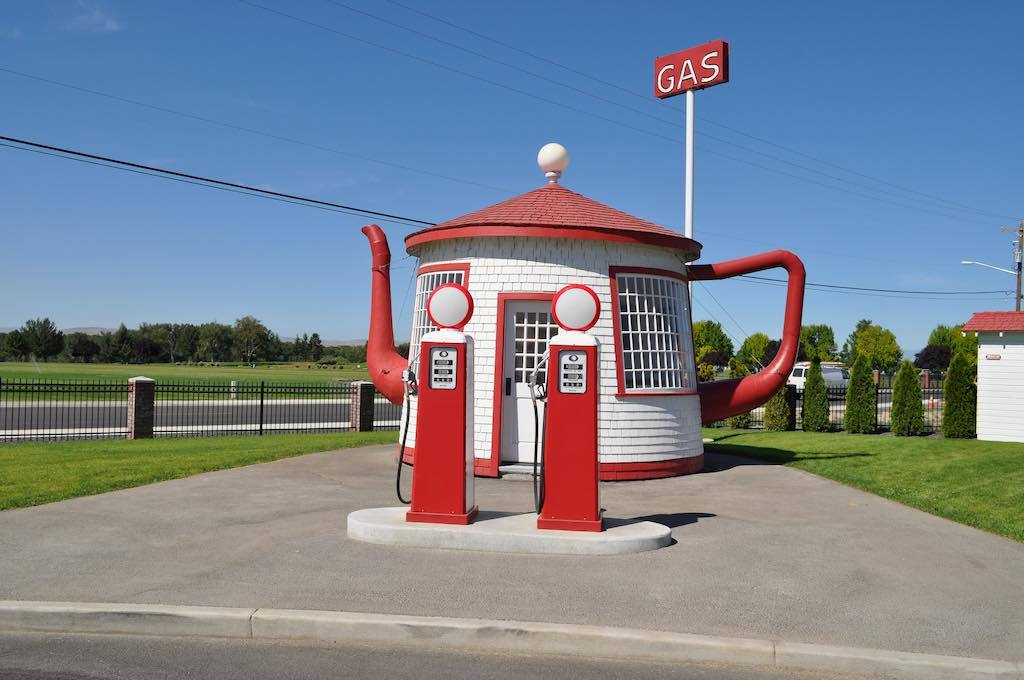 Teapot-Gas-Station-Washington-by-Orin-Blomberg-oblombergFlickr