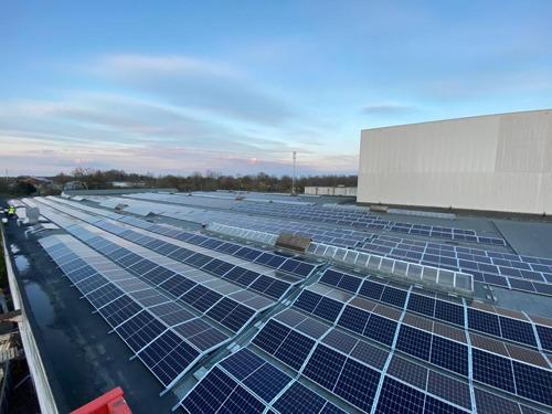 2.866 panneaux solaires sur le toit du site d'Agfa-Gevaert à Mortsel