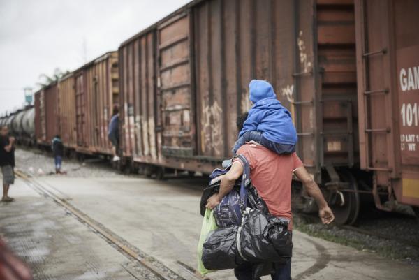 Preview: Las políticas migratorias de Estados Unidos y México incrementan los riesgos para la salud y la seguridad de migrantes y refugiados