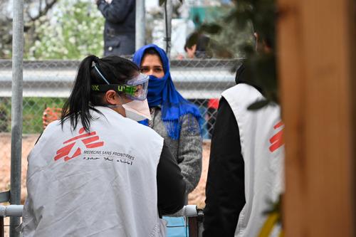 Primeras evacuaciones de personas vulnerables a la COVID-19 desde los campos de las islas griegas