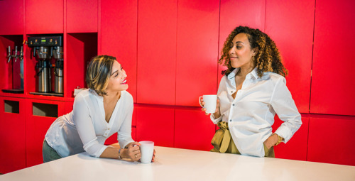 Preview: Eén op de vijf werknemers heeft sinds corona meer moeite met fysieke gesprekken op het werk