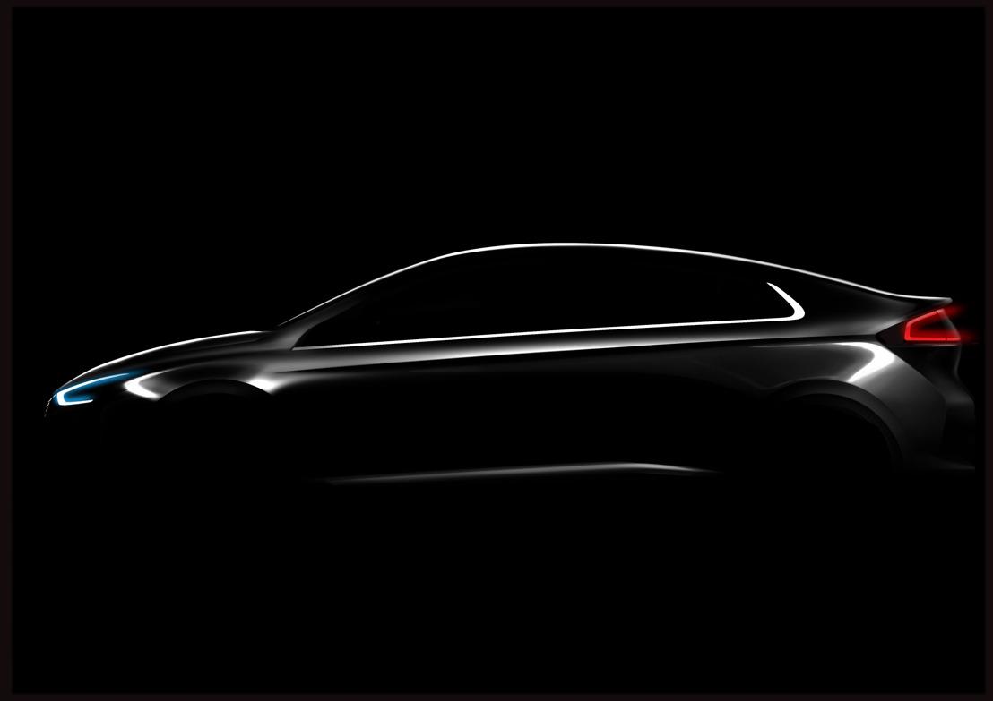 Hyundai lance IONIQ, première voiture offrant le choix entre trois groupes propulseurs électriques