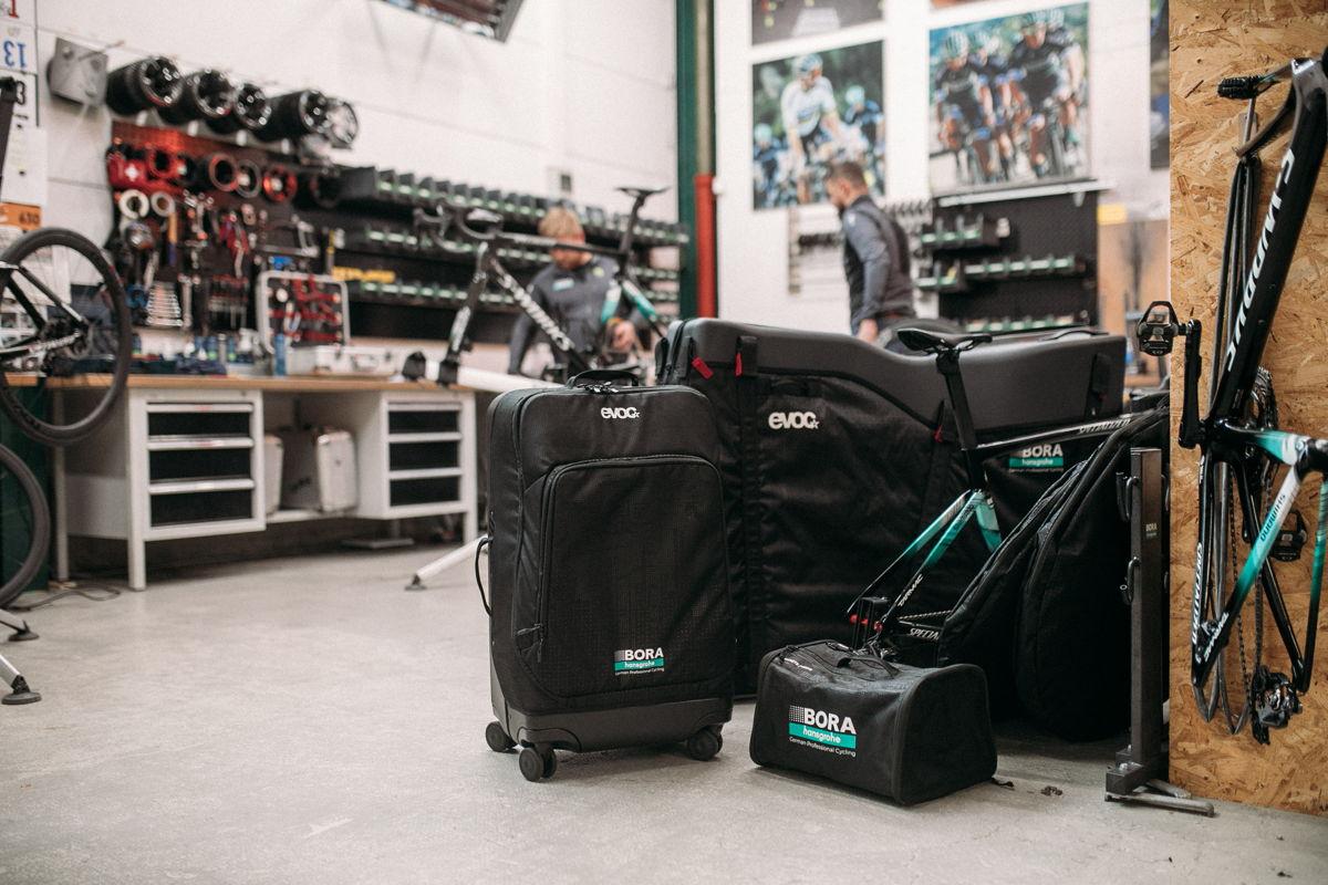 Sportreise-Gepäcklösungen von EVOC in der BORA – hansgrohe Sonderedition | ©EVOC –Marco Schmidt