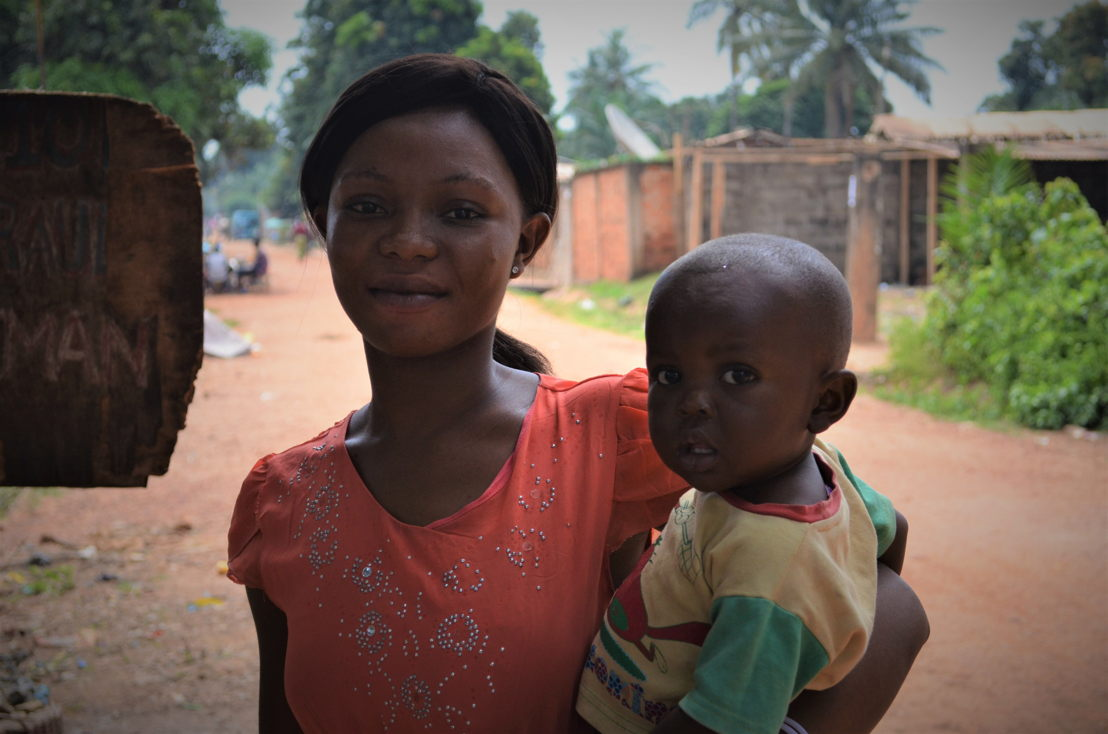 Prisca, 20 years old, shopkeeper, and Darlan, 1 year old<br/>Single<br/>Kaya neighbourhood, district 5, Bangui<br/><br/>&quot;I gave birth to my first child a year ago. I went for prenatal consultations at the local health centre. They asked for CFA 15,000 for all the examinations, but I was unable to pay for them. So, I negotiated with them at the counter, explaining that my husband had left and that I was short of money. Fortunately, the staff sympathised and cut the price to CFA 7,000. <br/>When I went into labour, I immediately set off to Castors hospital. I knew that you can safely give birth there, free of charge. They sent me to the delivery room, but it was no use, the baby was not descending. The staff realised that the baby was presenting feet first. This is a complication that could have been identified at prenatal consultations. They immediately sent me to the operating theatre for a caesarean section. <br/>I went through all this a year ago. Unfortunately, I still have money problems. Sometimes I can make ends meet, sometimes not. I have to manage somehow because there is no one to take care of me. As I told them, my husband left Bangui when I became pregnant and since then, I only rarely hear from him. My family is also poor. They have their own problems and can't help me out. <br/>I do not want any more children: I'd rather take care of my son properly with what I have. You also have to pay for family planning services at pharmacies, hospitals and health centres, but fortunately there are international organisations here who provide them to women for free.&quot;<br/><br/>Caesarean section at the hospital: CFA 50,000 to 60,000<br/>Food for four or five people for a month CFA 60,000<br/>Private school fees for one year: CFA 50,000<br/>Motorbike journey in Bangui: CFA 500<br/>A chicken: CFA 3.500<br/>A bowl of cassava (enough for a family for two weeks): CFA 3.000<br/>One kilogram of rice: CFA 500. Photographer: Sandra Smiley