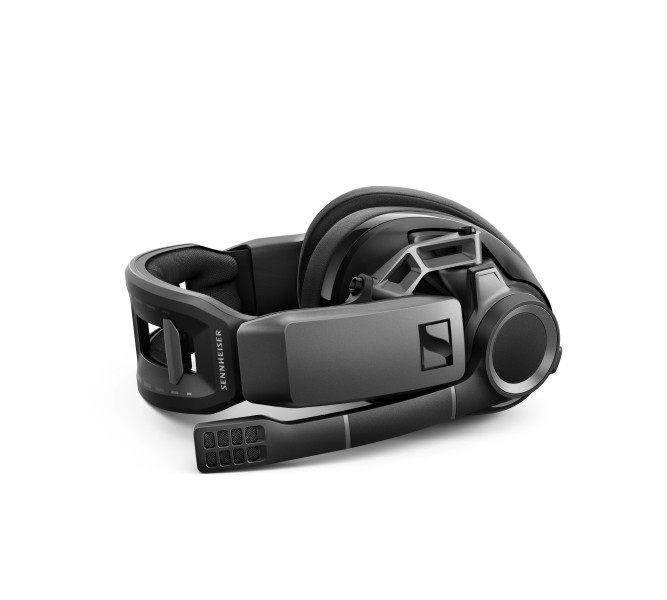 The GSP 670 also comes with an advanced, solid metal hinge system, adapting the headset to any head shape and guaranteeing a perfect fit.