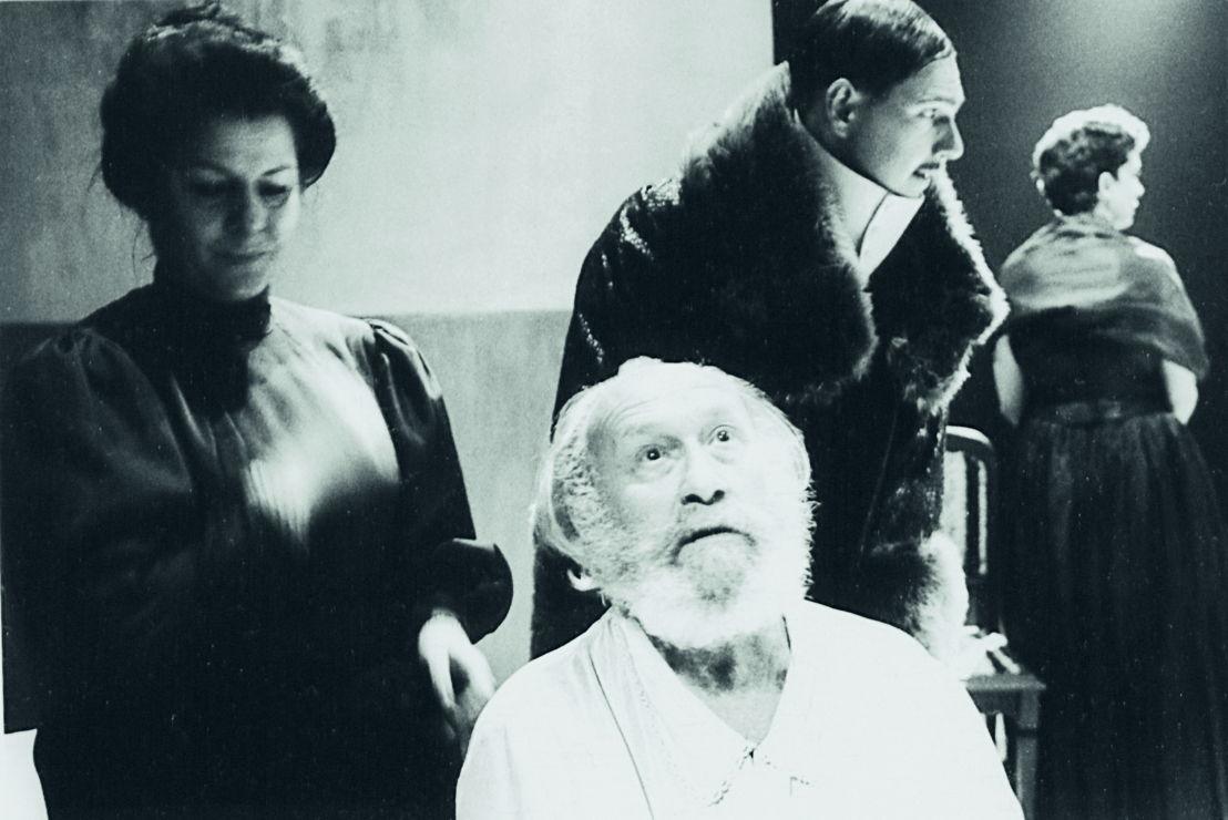 De Meeuw, Blauwe Maandag Compagnie, 1988. Vooraan in beeld: Dries Wieme. Foto Bie Peeters