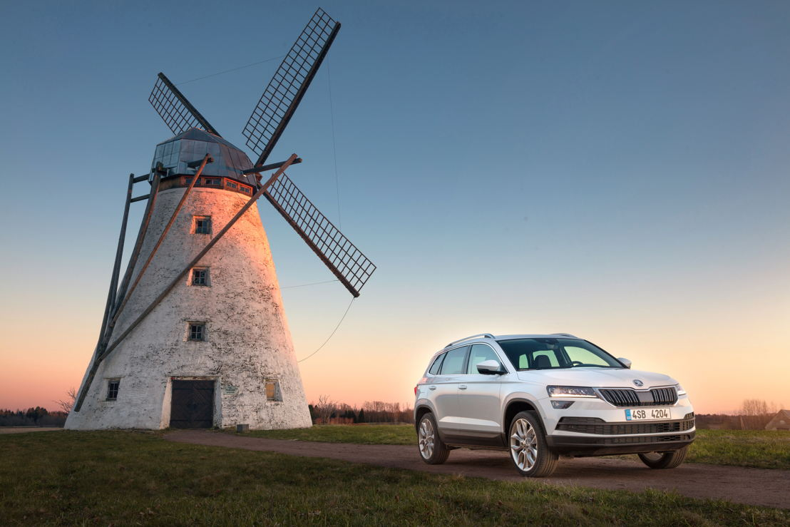 The manufacturer delivered 105,700 (+2,6%) of the<br/>bestselling ŠKODA OCTAVIA to customers worldwide<br/>between January and March. Other growth drivers include<br/>the SUV models KODIAQ and KAROQ (in the picture).