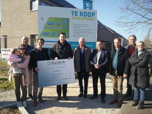 Durabrik schenkt € 1000 aan VZW 4Veld uit Beernem