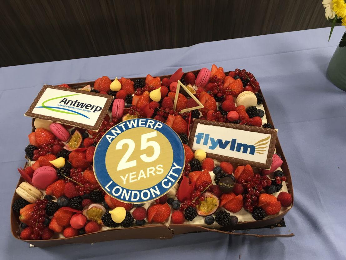 Verjaardagstaart aangeboden door Luchthaven Antwerpen