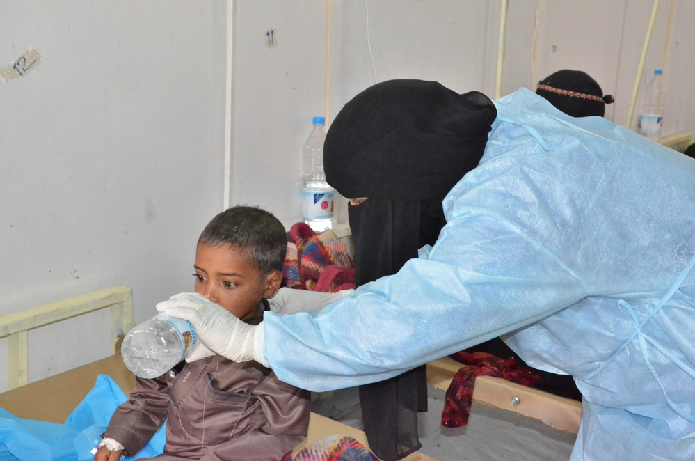 MSF nurse helping a child drink water at MSF cholera treatment center in Khamer. MSF is receiving an increased number of cholera patients in Yemen since the beginning of May 2017. This cholera treatment center alone, treated more than 1200 patients. Photographer: Nuha Haider/MSF