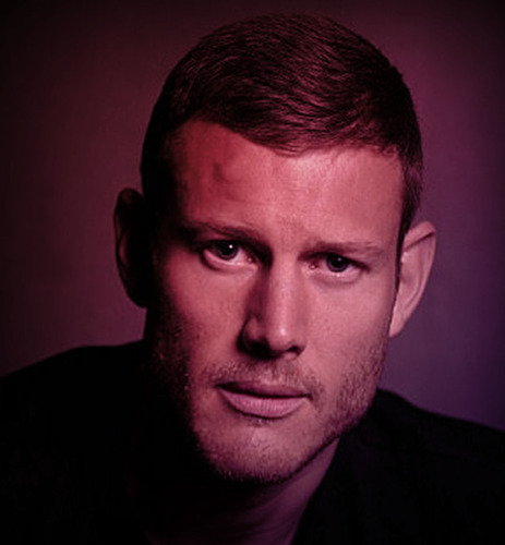 L'acteur Tom Hopper (Game of Thrones / Black Sails / The Umbrella Academy) arrive à FACTS!