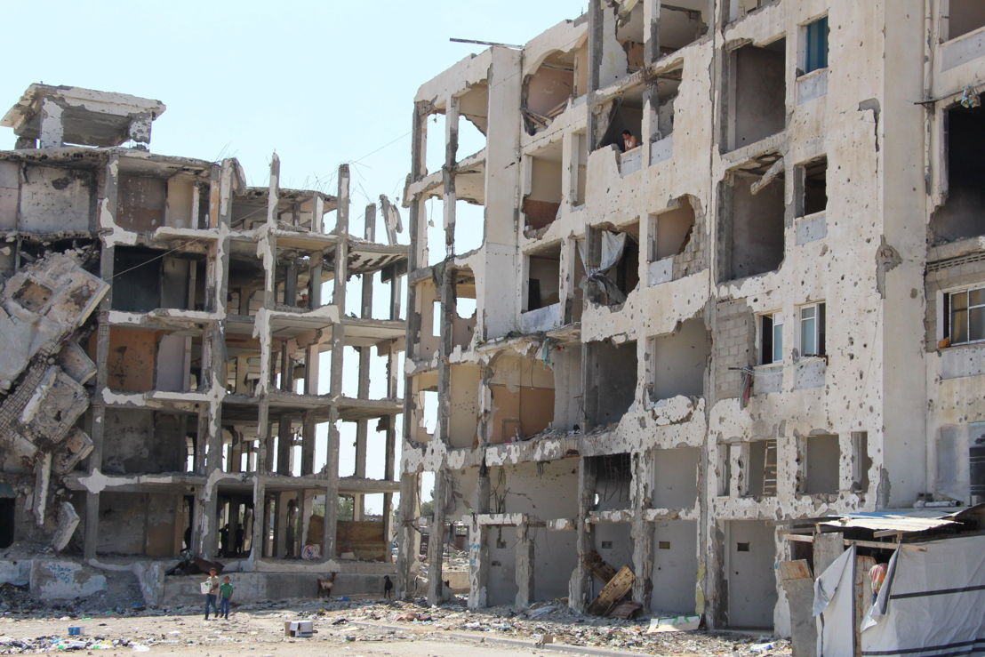 Beit Hanoun, Shuja'iya (according to the UN: Reconstruction of over 12,580 housing units totally destroyed has yet to start, prolonging the hardship of some 100,000 internally displaced people 100,000 people who lost their homes in the Gaza strip remain internally displaced and 120,000 people still have no access to public water.) Beit Hanoun, northeastern Gaza Strip, one of the hardest hit areas during the 2014 summer war, near Erez crossing, during the last war partly or fully destroyed houses, partly with makeshift extensions, giving refuge to families from there or the neighbourhood who lost their homes. © Susanne Doettling/MSF