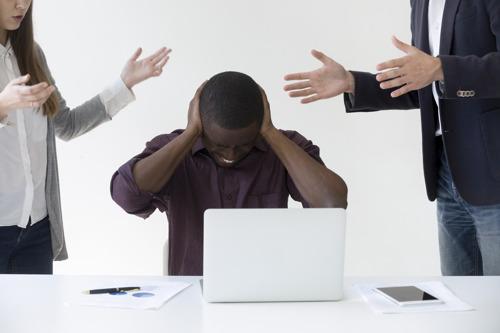 Près de 4 employés de bureau sur 10 sont dérangés par le bruit sur leur lieu de travail