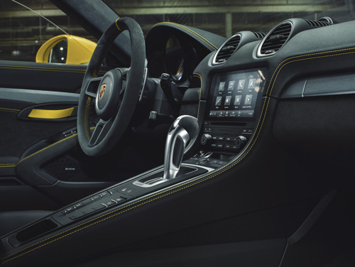 Nieuwe uitrusting voor Porsche-sportwagens met middenmotor voor modeljaar 2021