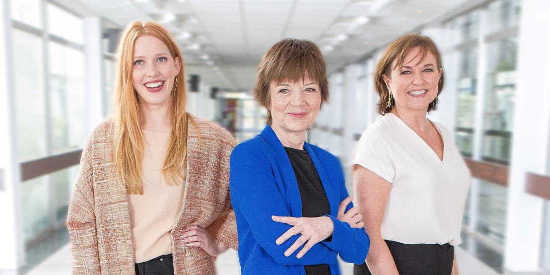De presentatoren: Clara De Decker, Lut Van der Eycken en Katelijne Boon - (c) VRT Geert Van Hoeymissen