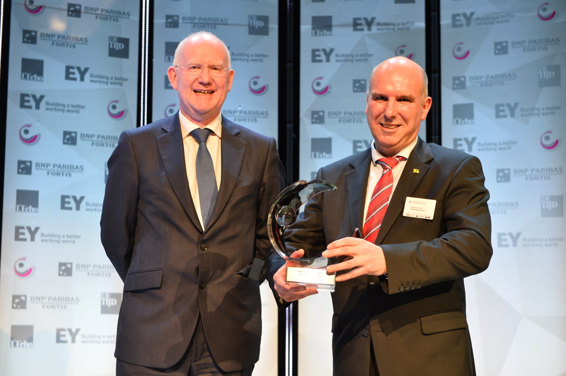 'Local Public Organization of the Year' 2017: Groep Mechelen. From left to right: Max Jadot (BNP Paribas Fortis) and Marc Hendrickx (Groep Mechelen). (c)Eric Charneux