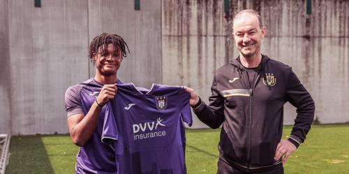 Julien Duranville (15) tekent eerste contract bij paars-wit