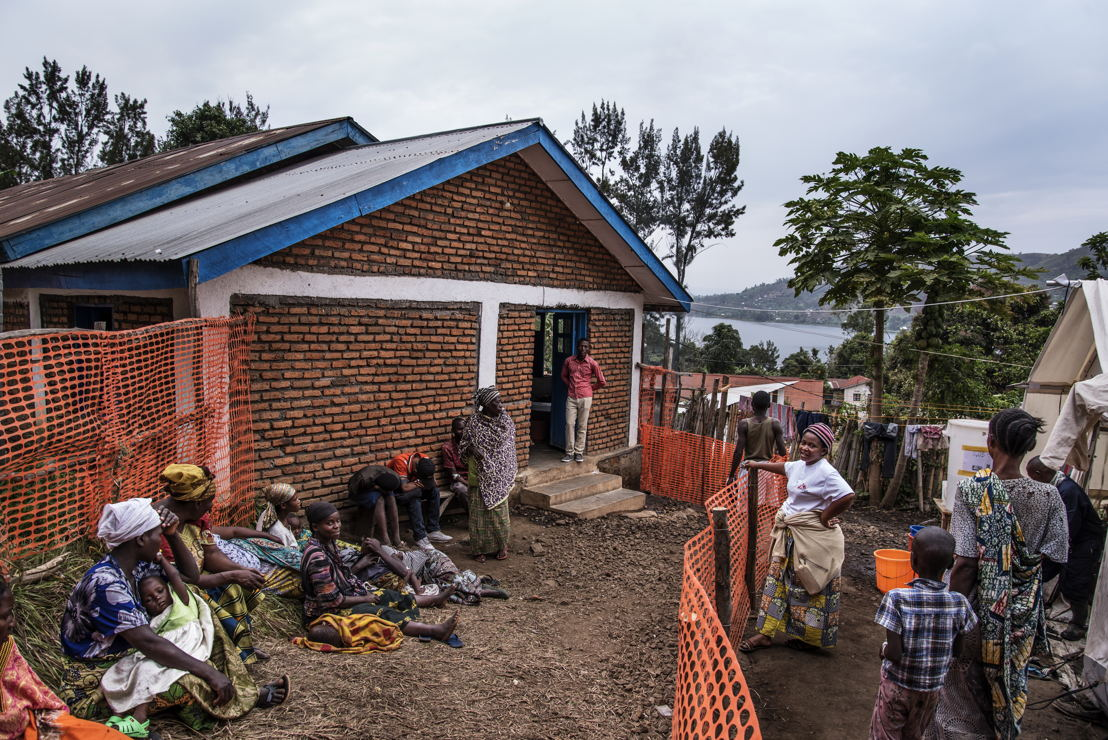 Cholera Treatment Centre at the General Hospital in Minova set up by MSF team in collaboration with the Ministry of Health. The centre has a capacity of 100 beds. Photographer: Arjun Claire