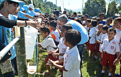 Southeast Asian volunteers build clean water, sanitation facilities in E.Nusa Tenggara