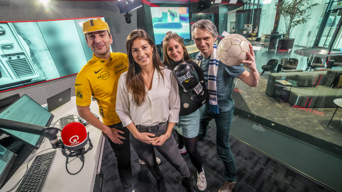 Qmusic-ochtendtrio Sam, Inge en Wim neemt afscheid van Q-nieuwslezeres Lies Vandenberghe