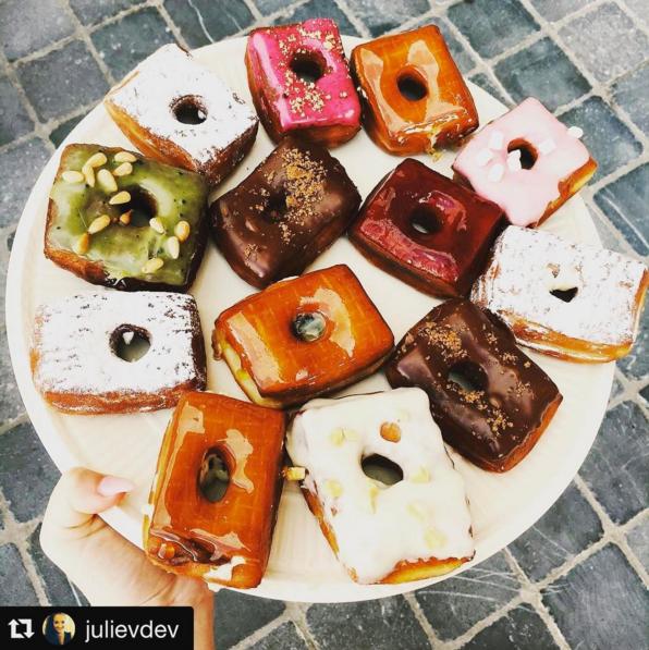 Hoeked Doughnuts - Anversa (Image: Instagram @hoekeddoughnuts<br/>https://www.instagram.com/p/BXh-k0UgQoD/?taken-by=hoekeddoughnuts)
