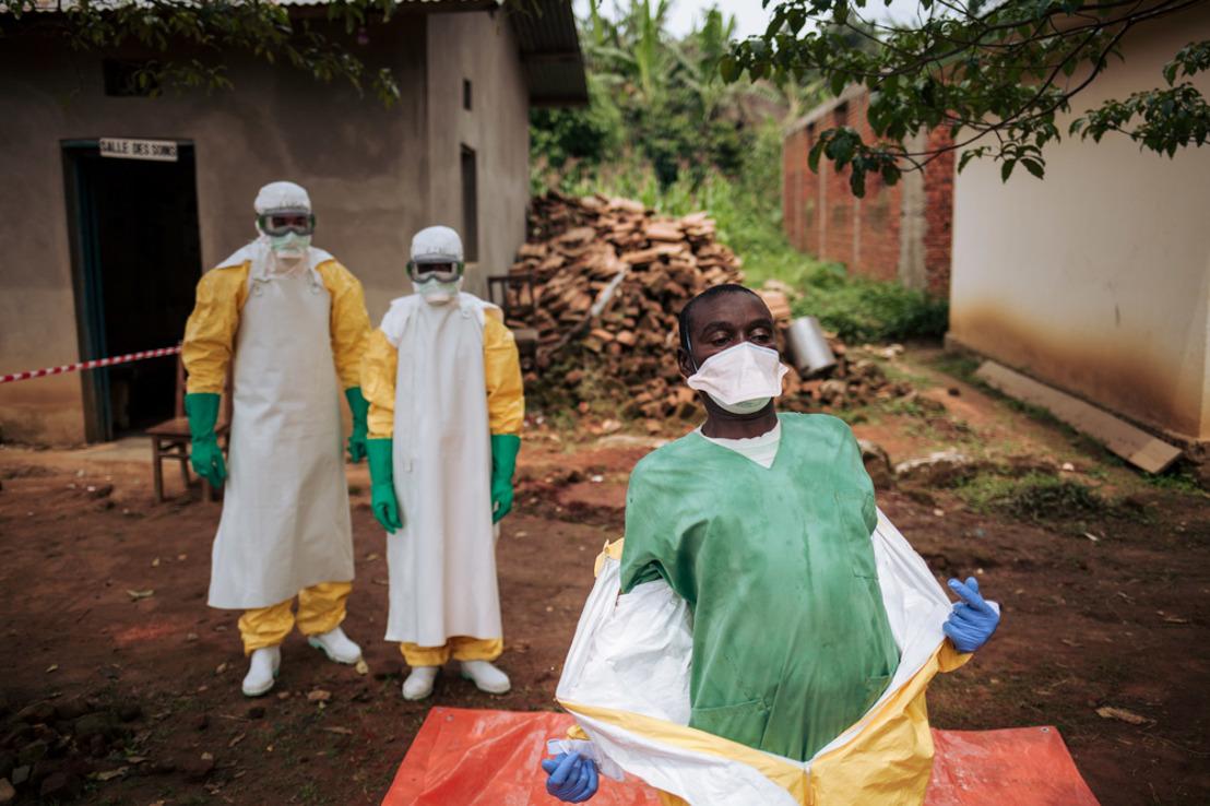 Ebola in D.R. Congo : 1 jaar na de uitbraak van de epidemie, moet de respons dringend worden herzien