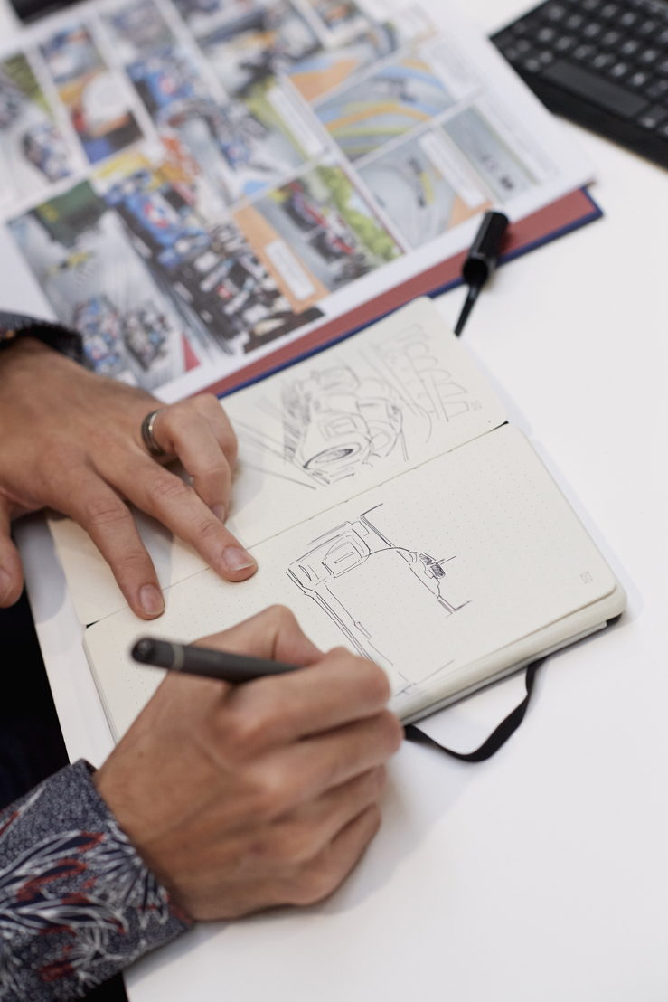 Benjamin Benéteau drawing the 919 Hybrid with the new Smart Writing Set from Moleskine
