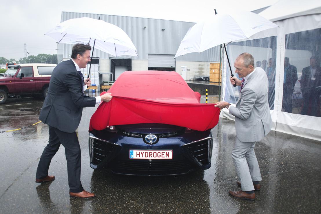 Toyota levert zijn eerste auto op waterstof (Mirai) in België aan Hydrogenics