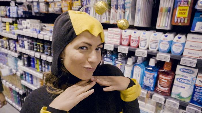 Frances probeert de bijen en de liefde te redden