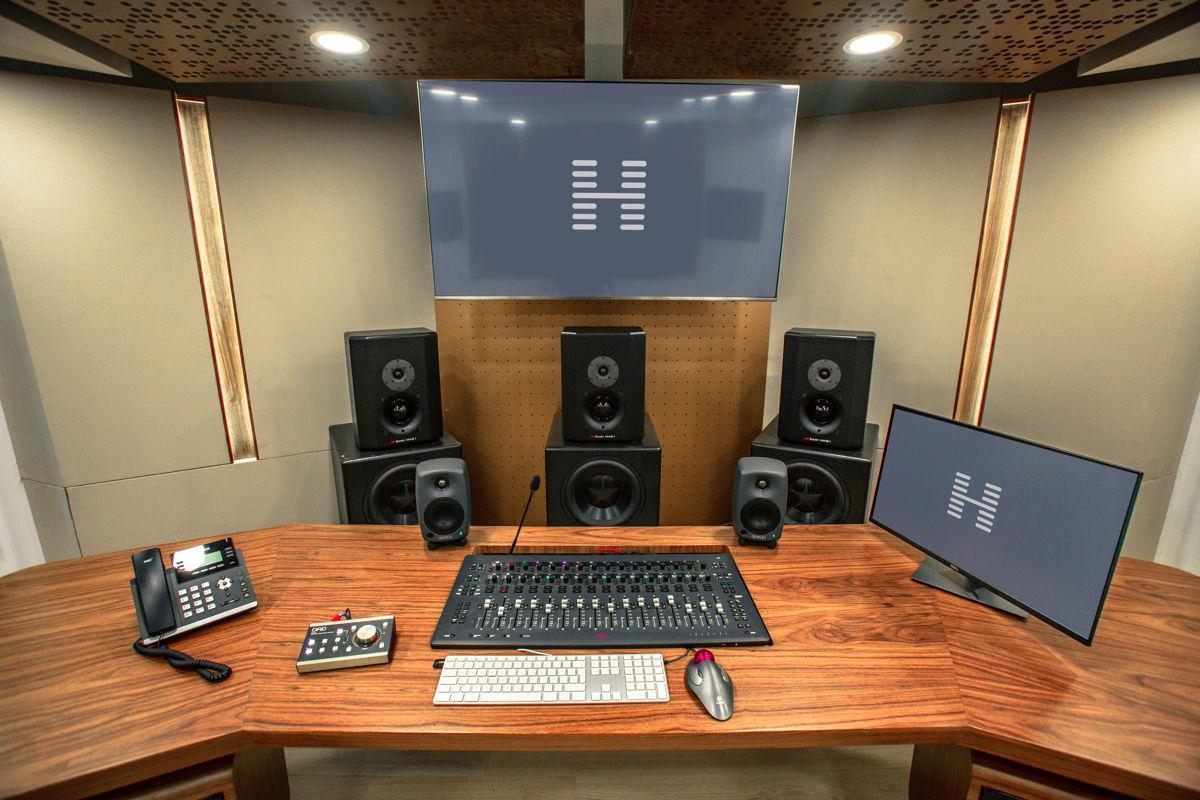 Hogarth WW Production Desk With AVID MTRX