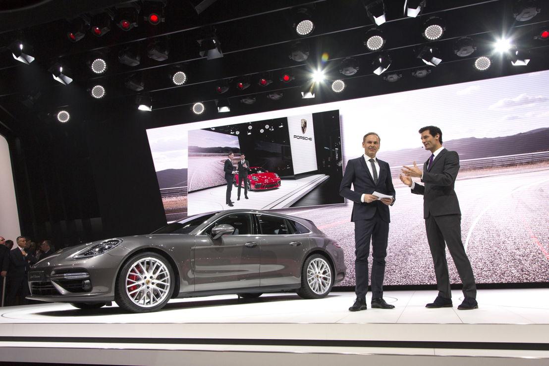 Auto Show Internacional de Ginebra 2017: Oliver Blume, Presidente del Consejo Directivo de Porsche AG, y Mark Webber, embajador de Porsche, presentan los nuevos Panamera Sport Turismo y 911 GT3.