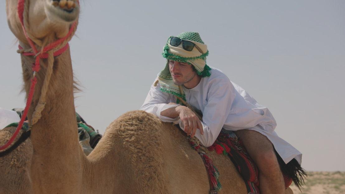 Dieter Coppens test het uithoudingsvermogen van een kameel - Copy beest (c) VRT