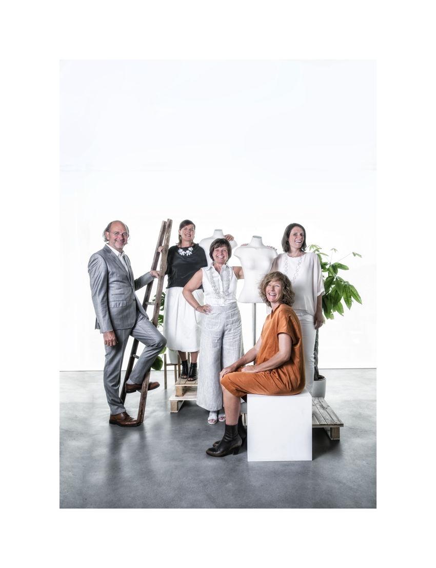 v.l.n.r.: Guy Mortreu, Dorine Tanghe, Veerle Baert-Moortgat, Lizbeth Nowé en Elke Baert