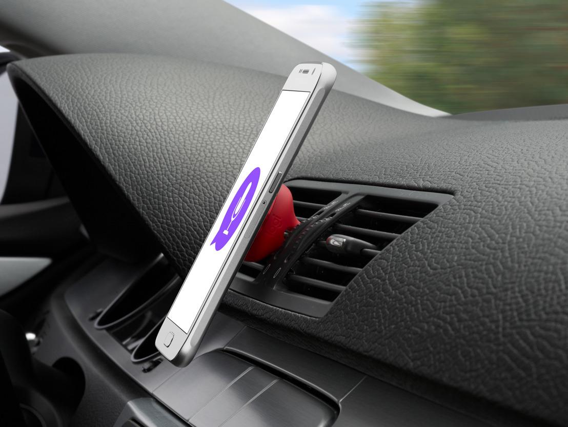 Logitech y Telcel presentaron el soporte inteligente para automóvil y la app que permiten al conductor escuchar y responder un mensaje de texto con las manos al volante.