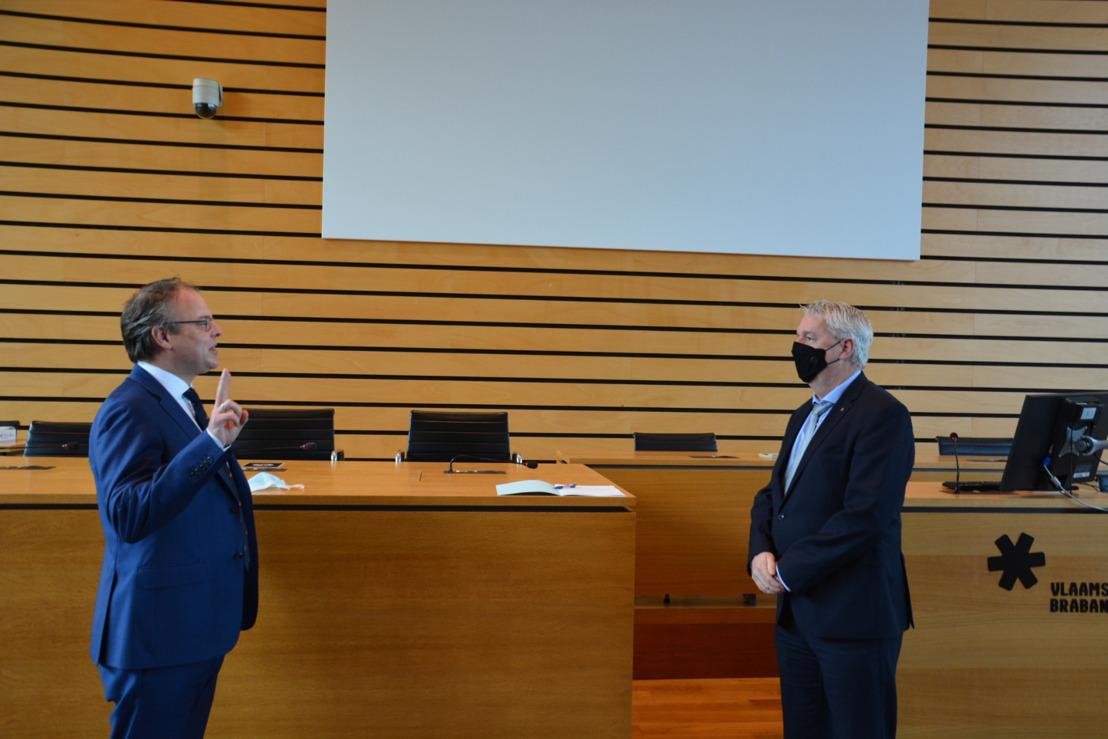 Jan Desmeth legt eed af als nieuwe burgemeester van St.-Pieters-Leeuw