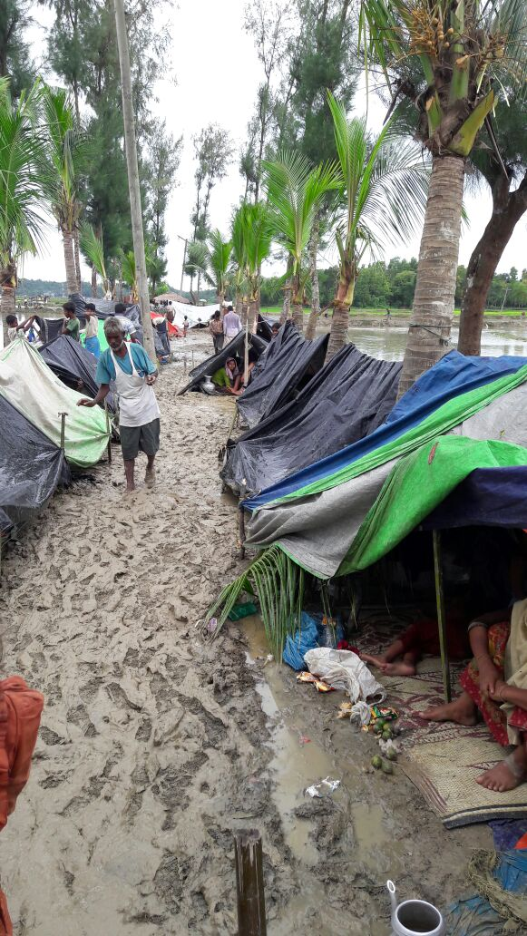 CAPTION / DESCRIPTION:Rohingya who crossed into Bangladesh, fleeing violence in Rakhine state, Myanmar that started on 25 August. This massive influx, coming on top of 75,000 people who have arrived since violence began in October 2016, represents one of the largest influxes ever of Rohingyas into Bangladesh. Photographer: Madeleine Kingston