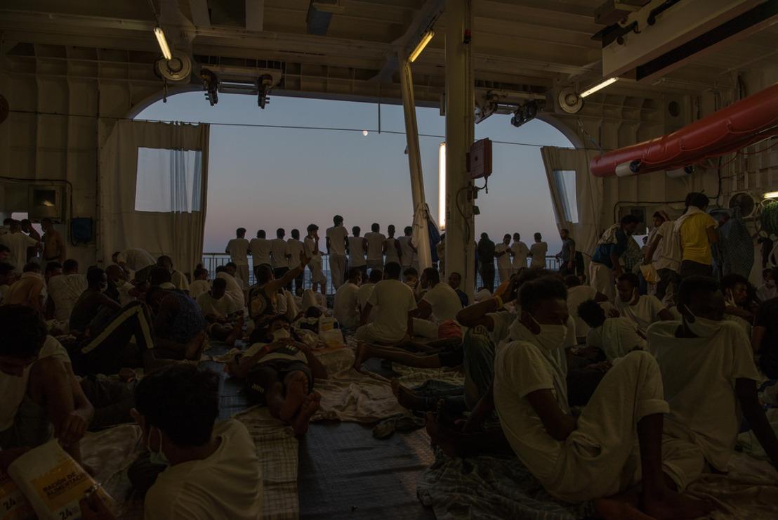 """""""Necesitamos ya un lugar seguro para desembarcar a las 322 personas rescatadas"""""""