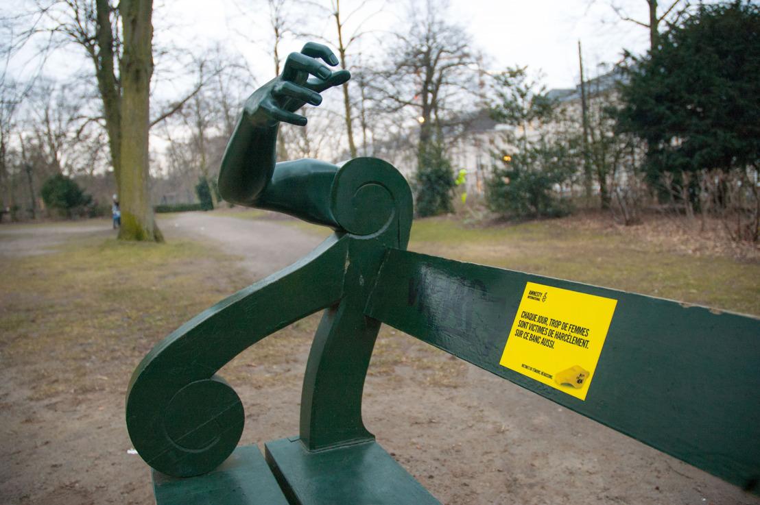 Air et Amnesty vous laissent voir un banc à travers les yeux d'une femme.