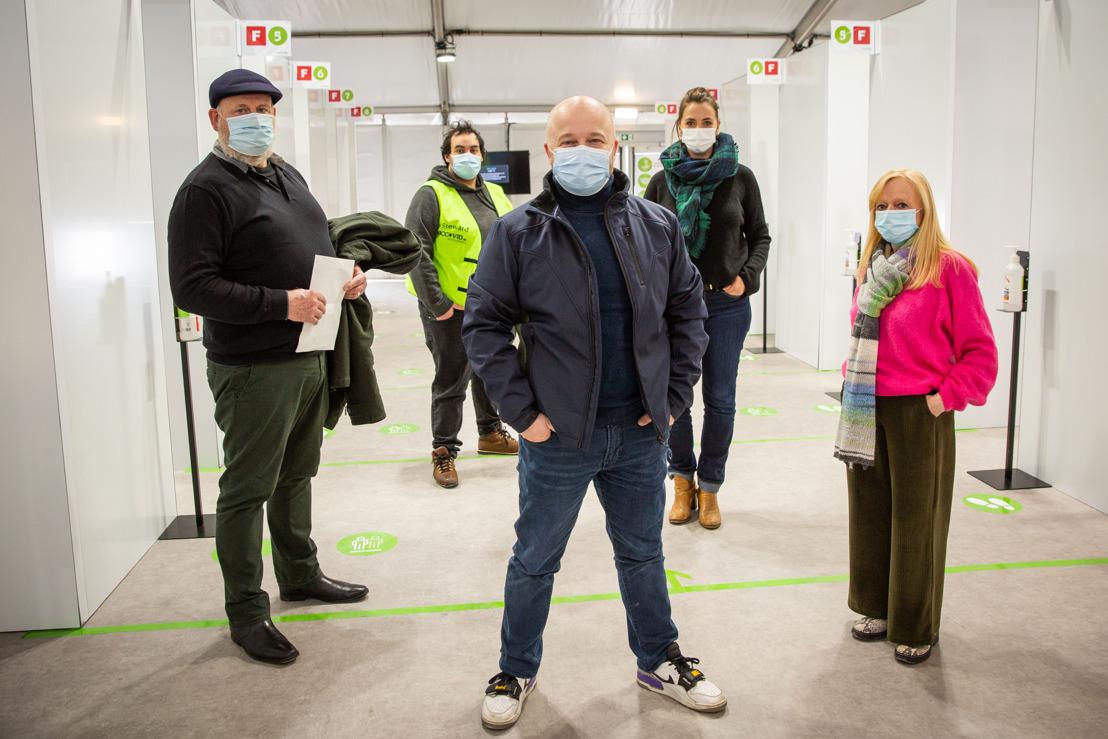 Filmpje: Sven De Ridder geeft rondleiding in vaccinatiedorp Spoor Oost