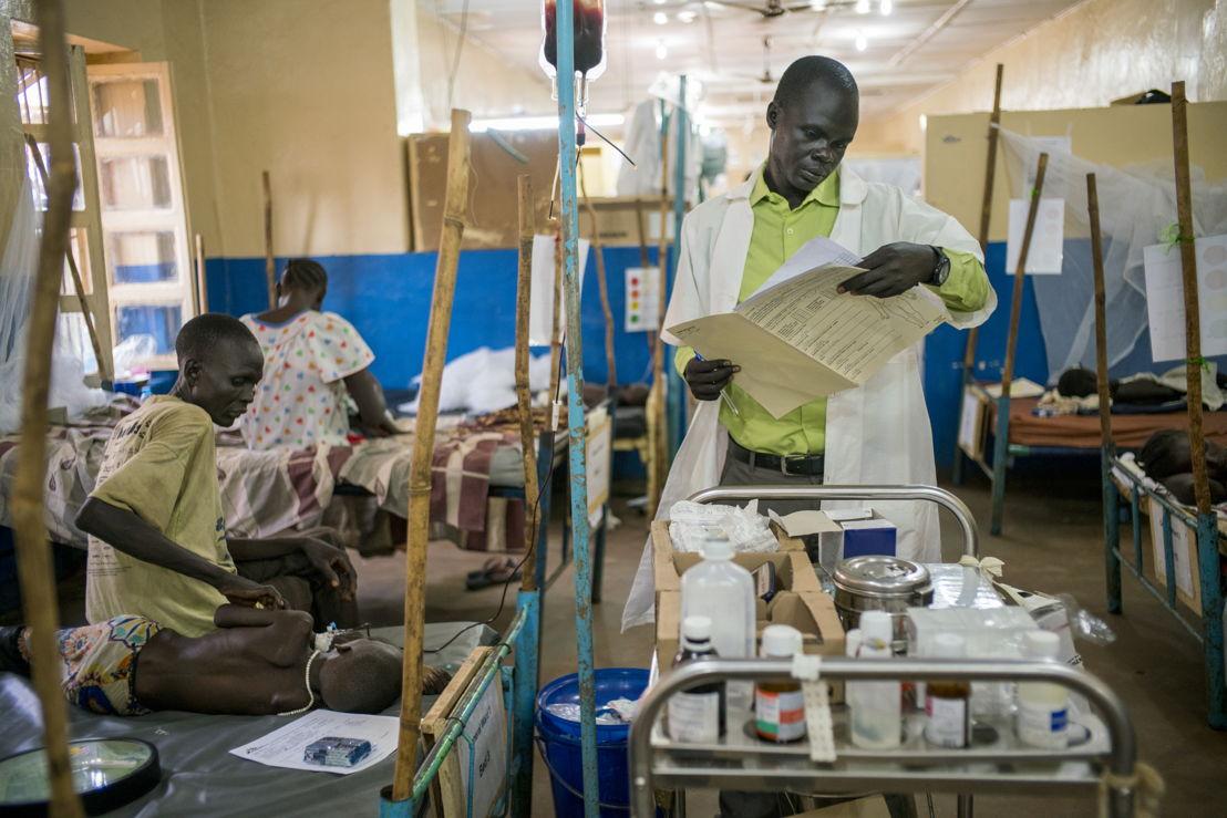 Malariabehandeling in ziekenhuis AZG in Aweil. Copy: Diana Zeyneb Alhindawi