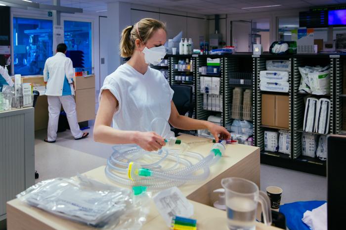 Universitaire ziekenhuizen dringen aan op Europese samenwerking om tekorten coronageneesmiddelen te voorkomen