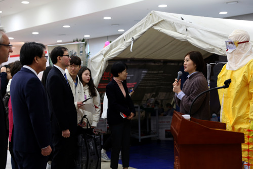 [사진] 국경없는의사회, 국회의원회관 구호텐트 전시 개최