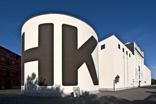 Le M HKA rouvre ses portes à partir de demain, mardi 19 mai, avec des mesures de sécurité et une paroi en plexiglas de l'artiste Anne-Mie Van Kerckhoven