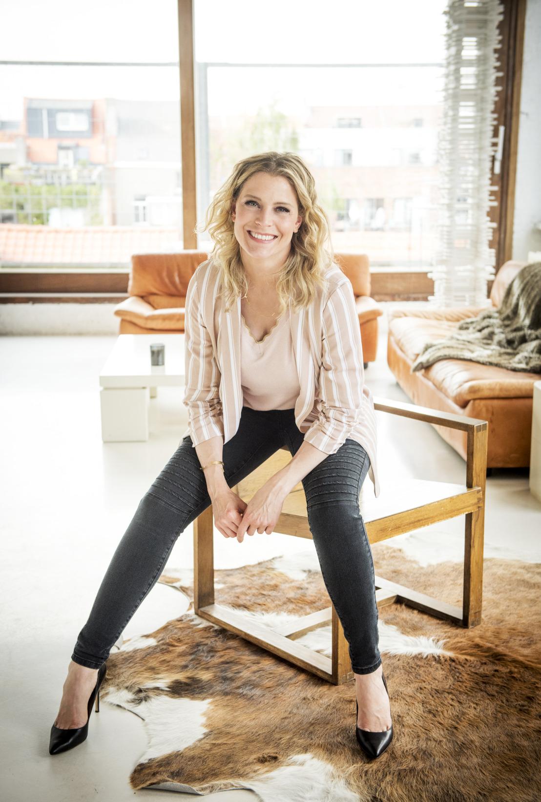 """Dina Tersago presenteert in 2019 nieuwste gegeerde tv-format """"Huis uit Handen"""" (Buying Blind) op VIER"""